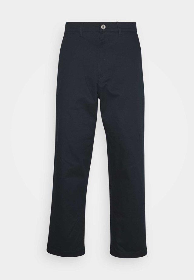 HAWTIN YOKE CROP - Kalhoty - true navy