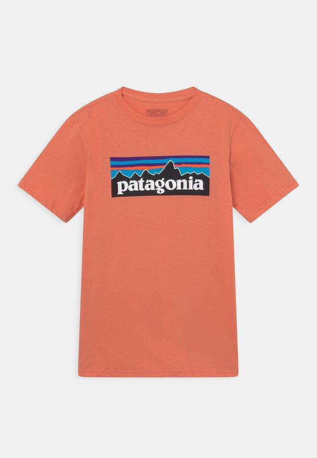 BOYS LOGO - T-shirt con stampa - mellow melon