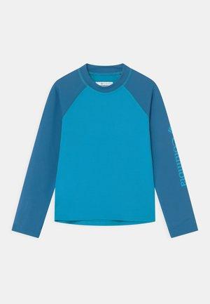 SANDY SHORES™ LONG SLEEVE UNISEX - Rash vest - ocean blue/bright indigo