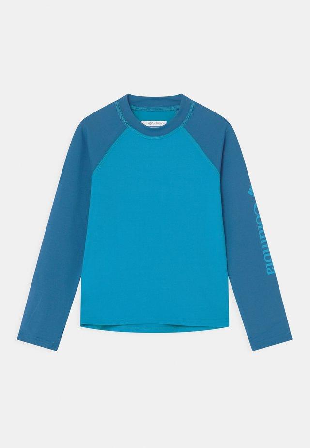 SANDY SHORES™ LONG SLEEVE UNISEX - Surffipaita - ocean blue/bright indigo