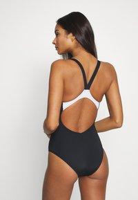 Arena - LOGO STRIPES V BACK ONE PIECE - Swimsuit - black/white - 2