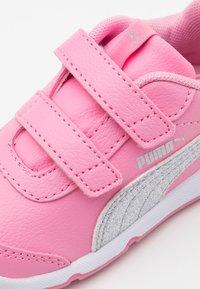 Puma - STEPFLEEX 2 UNISEX - Sports shoes - sachet pink/silver/white - 5