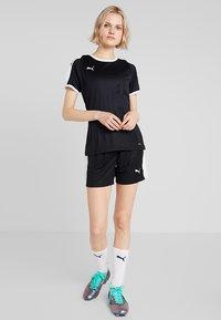 Puma - LIGA - T-shirt med print - black/white - 1