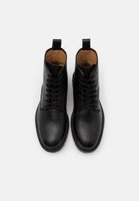 Filippa K - JOHN LACE UP BOOT - Šněrovací kotníkové boty - black - 3