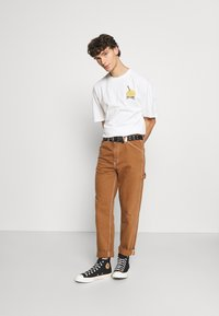 Levi's® - TAPERED CARPENTER - Relaxed fit jeans - toffee - 1