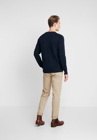 GANT - C NECK - Neule - evening blue