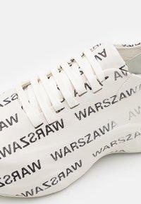 MISBHV - WARSZAWA MOON TRAINER - Baskets basses - white/black - 5
