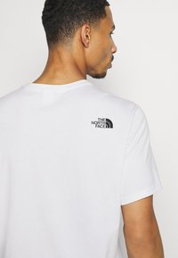 The North Face - MOUNTAIN LINE TEE - Print T-shirt - white/summit gold - 4