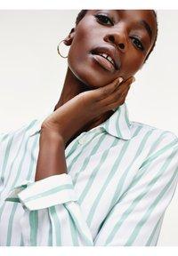 Tommy Hilfiger - DANEE - Button-down blouse - bitonal stp / white - 2