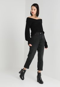 Monki - TAIKI  - Jeansy Relaxed Fit - black - 1