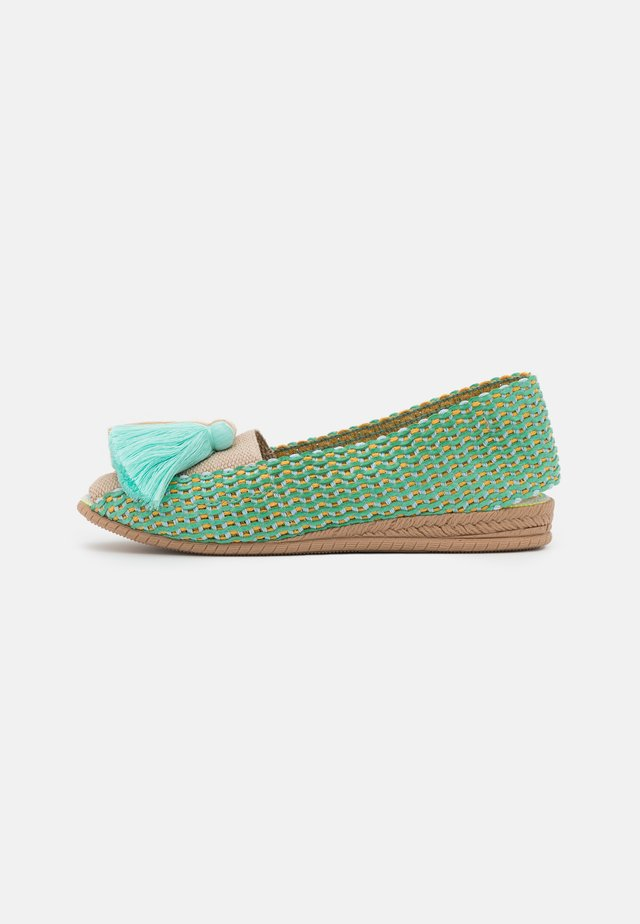 IXORA - Slippers - turquesa/beige/blanco