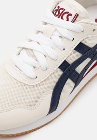ASICS SportStyle - TIGER RUNNER UNISEX - Sneakers - cream/peacoat - 5
