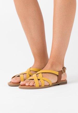 Sandaalit nilkkaremmillä - yellow/cognac