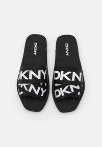 DKNY - LOGO SLIDE  - Mules - black/white - 4
