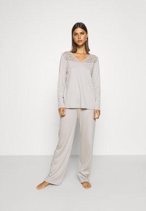 Pyjama - essential