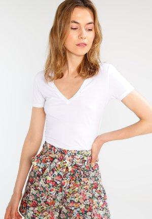 LINARA - Basic T-shirt - white
