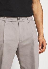DRYKORN - CHASY - Trousers - grau - 4