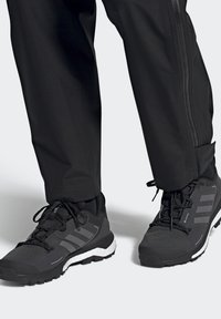 adidas Performance - TERREX SKYCHASER 2 GORE TEX - Hiking shoes - core black/grey four/dgh solid grey - 0