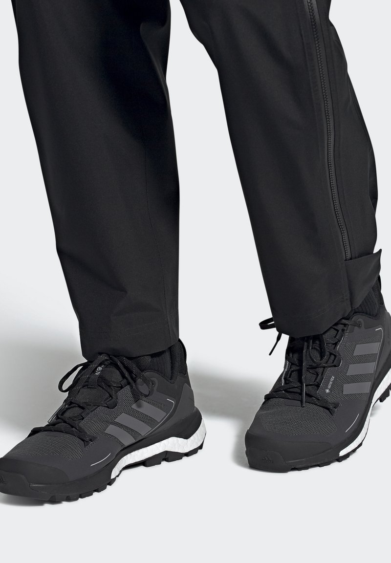 adidas Performance - TERREX SKYCHASER 2 GORE TEX - Hiking shoes - core black/grey four/dgh solid grey