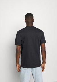 adidas Originals - ICON TEE - Print T-shirt - black - 2