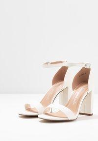 New Look Wide Fit - WIDE FIT VARONA - Sandaler med høye hæler - white - 4
