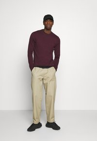 Burton Menswear London - FINE GAUGE CREW  - Maglione - burgundy - 1