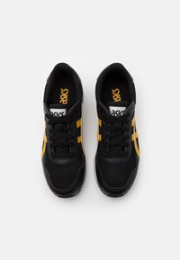ASICS SportStyle - TIGER RUNNER UNISEX - Trainers - black/mustard seed - 3