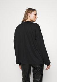 CLOSED - WOMEN´S  - Long sleeved top - black - 2