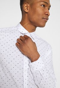 Only & Sons - ONSTAYLON DITSY - Camisa - bright white - 3