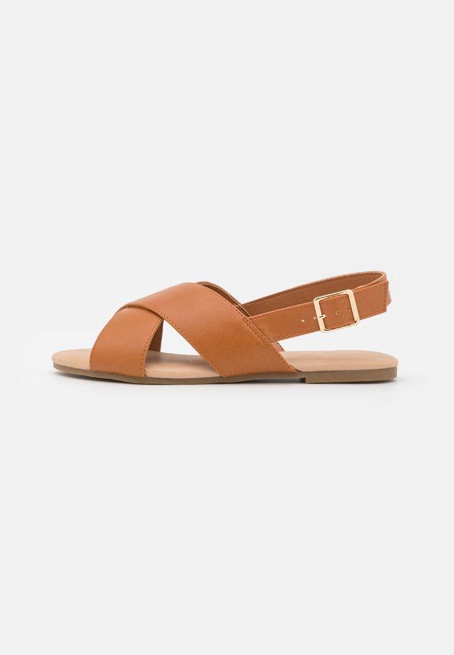 LESSON - Sandaalit nilkkaremmillä - tan