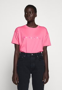 BLANCHE - MAIN HOLOGRAM - T-shirt imprimé - think pink - 0