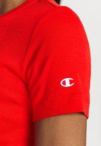 Champion - CREWNECK - Jednoduché triko - red - 5