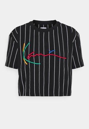 SIGNATURE PINSTRIPE TEE - T-shirt con stampa - black