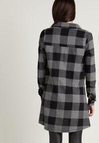 Tezenis - Shirt dress - schwarz -black/charcoal grey maxi tartan - 1