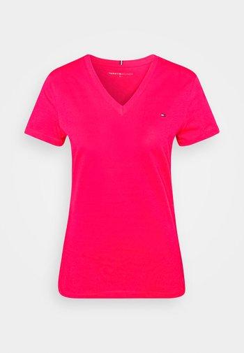 NEW VNECK TEE - T-shirts - bright jewel