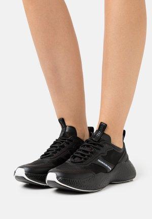 RUNNER  LACEUP  - Baskets basses - full black