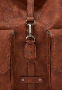 Tamaris - BERNADETTE  - Shopping Bag - cognac - 4