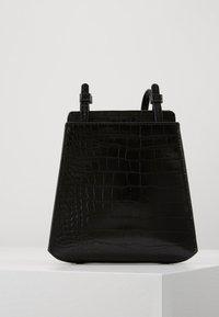 Who What Wear - PEYTON - Across body bag - black croco - 0