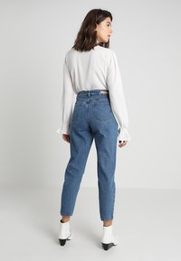 Lost Ink - HIGH RISE - Jeans Straight Leg - mid denim - 3
