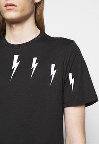 Neil Barrett - HALO BOLTS - T-shirts med print - black/white - 6