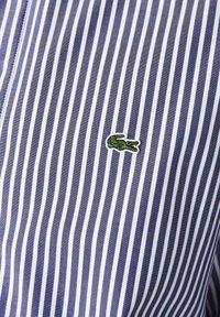 Lacoste - Shirt - blanc / bleu marine - 5
