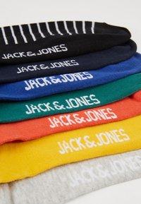 Jack & Jones - JACWIND SOCK 7 PACK - Socks - black/fir - navy blazer - chilli - 2