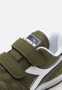 Diadora - SIMPLE RUN UNISEX - Sports shoes - green rosemary - 5