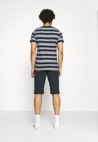 Jack & Jones - JCOFLAME TEE CREW NECK - Print T-shirt - navy blazer - 2