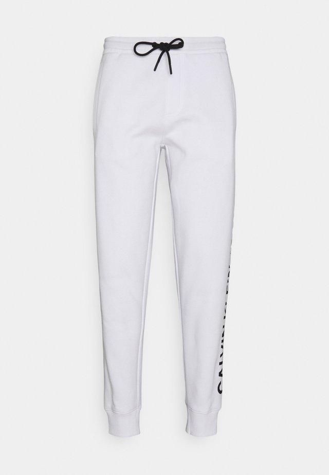 VERTICAL LOGO PANT - Teplákové kalhoty - bright white
