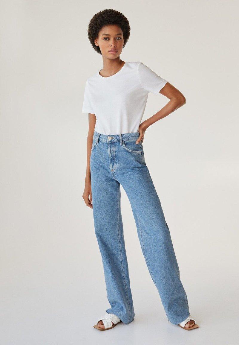 Mango Nora Flared Jeans Bleu Moyen Blau Zalando Ch