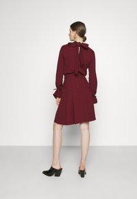 Victoria Victoria Beckham - TIE SLEEVE PLEATED DRESS - Day dress - iron red - 2