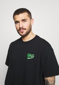 Nike Performance - TEE - Print T-shirt - black - 3