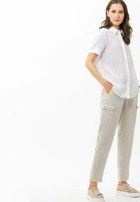 BRAX - STYLE MAREEN - Cargo trousers - light beige - 1