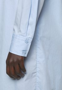 Bruuns Bazaar - ROSIE JULISE DRESS - Day dress - sky - 4